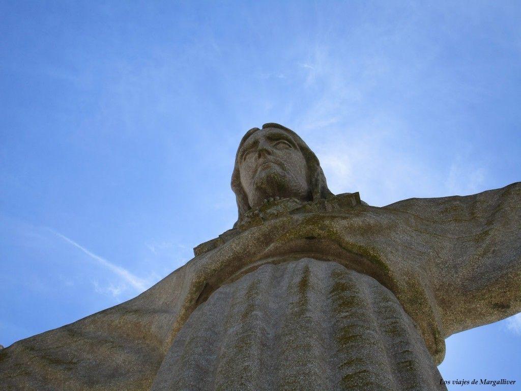 Cristo Rei de Lisboa casi acariciando el cielo - Los viajes de Margalliver